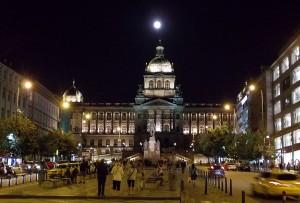 Прага. Вацлавская площадь. Полнолуние
